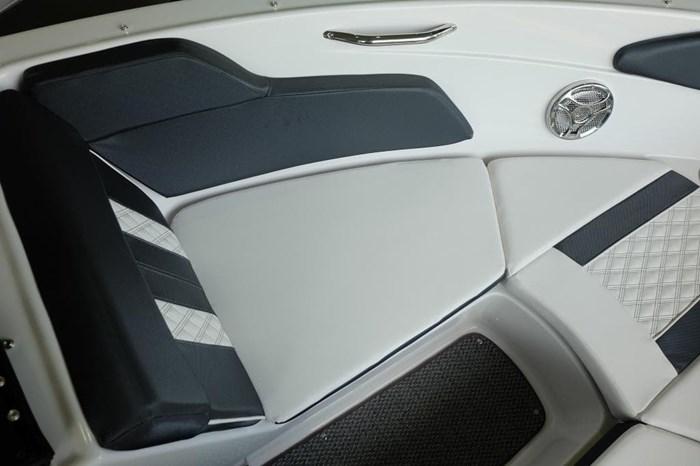 2019 Glastron GT 205 Mercruiser 250HP Trailer Ext Platform Photo 19 sur 19