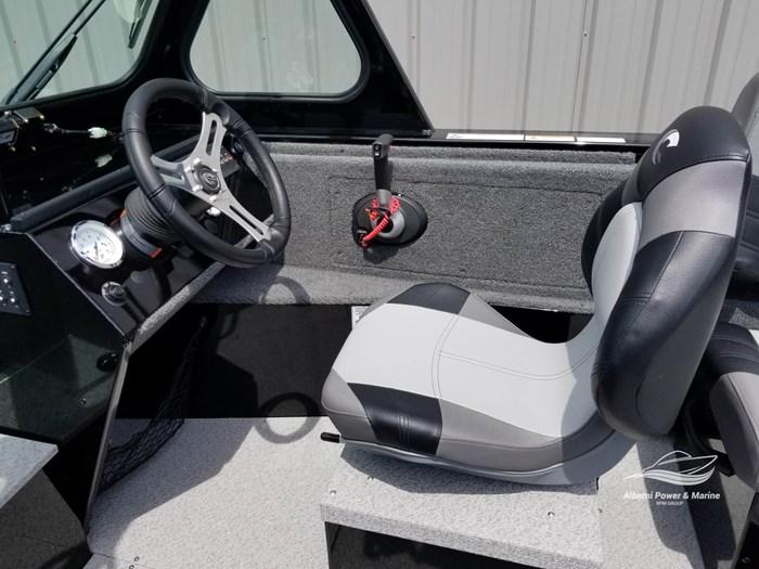 2019 Crestliner 1850 Commmander Elite Silver-Met / Black Photo 34 of 52