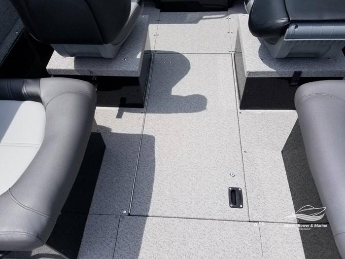 2019 Crestliner 1850 Commmander Elite Silver-Met / Black Photo 38 of 52
