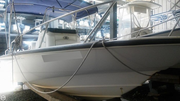 2006 Boston Whaler 220 Dauntless Photo 2 of 20
