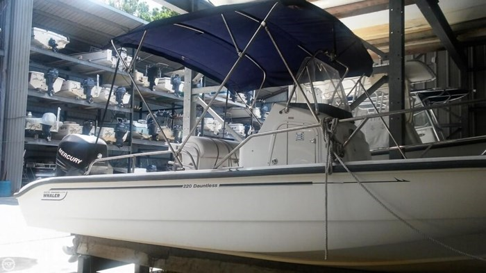 2006 Boston Whaler 220 Dauntless Photo 4 of 20