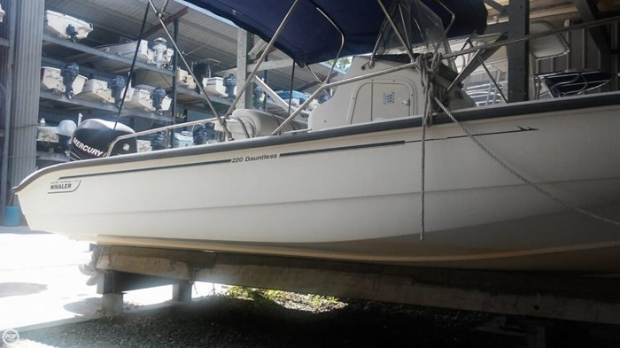 2006 Boston Whaler 220 Dauntless Photo 5 of 20