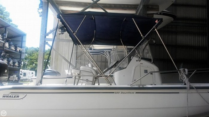 2006 Boston Whaler 220 Dauntless Photo 7 of 20