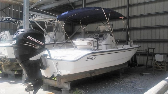 2006 Boston Whaler 220 Dauntless Photo 10 of 20
