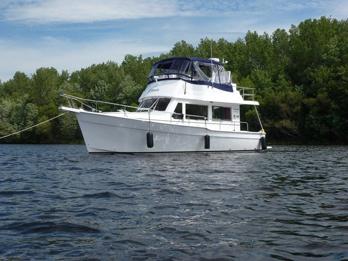 2011 Mainship Motor Yachts TRAWLER 395 Photo 5 of 41