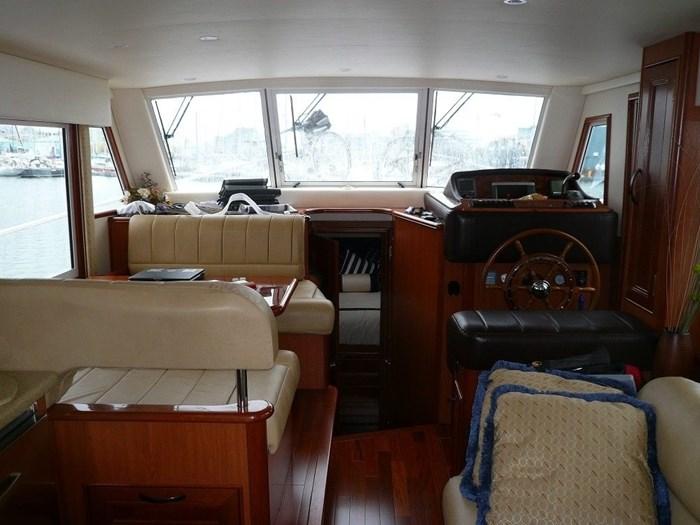 2011 Mainship Motor Yachts TRAWLER 395 Photo 10 of 41