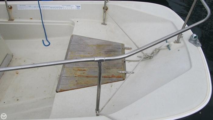 1986 Boston Whaler 17 Montauk Photo 17 of 20