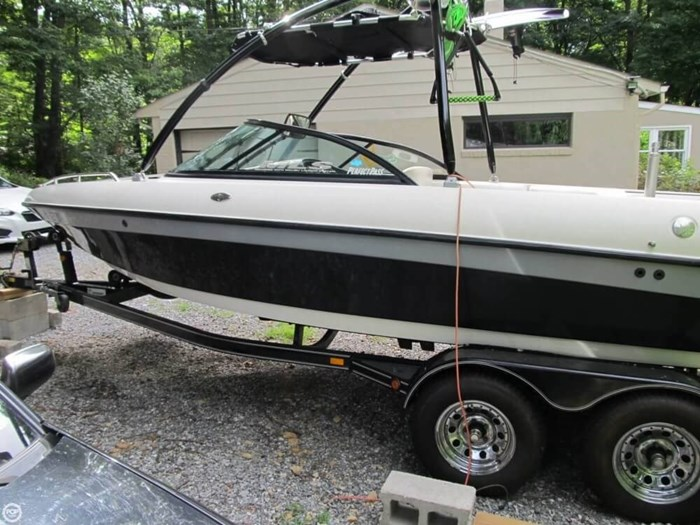 2002 Malibu Wakesetter VLX Photo 2 of 20