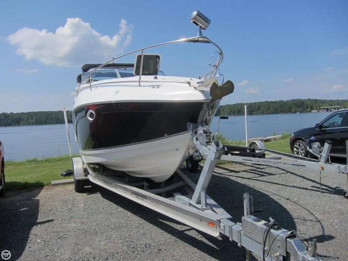 2007 Rinker 250 Express Cruiser Photo 3 sur 20
