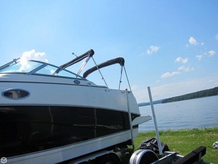 2007 Rinker 250 Express Cruiser Photo 11 sur 20