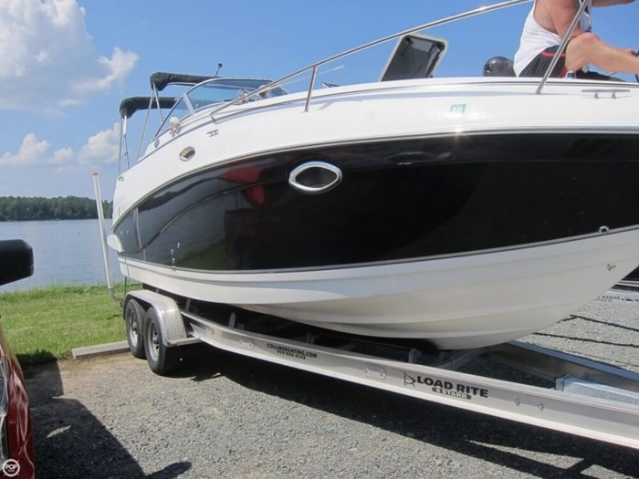 2007 Rinker 250 Express Cruiser Photo 13 sur 20