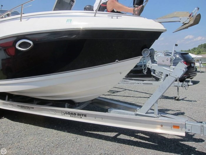 2007 Rinker 250 Express Cruiser Photo 14 sur 20