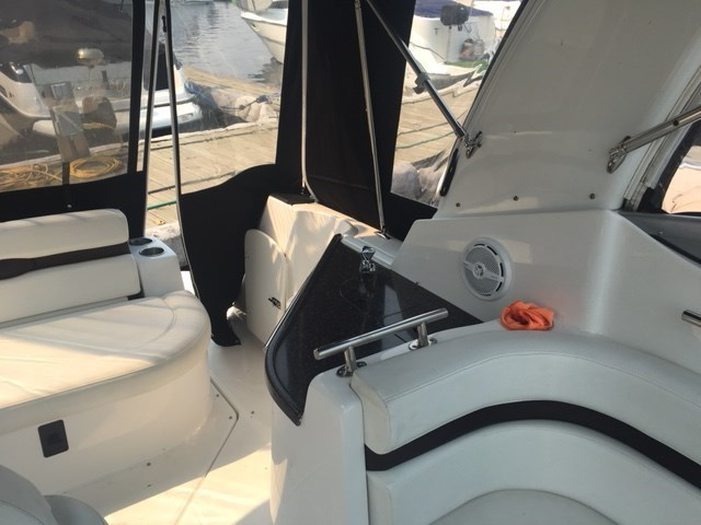 2013 Rinker 260 Express Cruiser Photo 9 sur 12