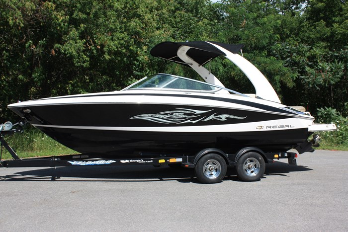 2011 Regal 2300 Bowrider with Trailer Photo 1 of 12
