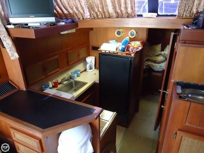 1983 Viking Yachts 35 Convertible Photo 5 of 20