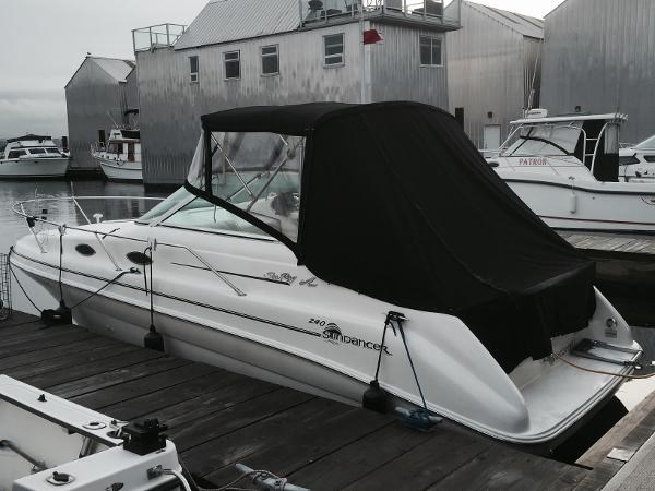 Sea Ray 240 Sundancer 1998 Used Boat for Sale in Richmond, British Columbia  - BoatDealers ca
