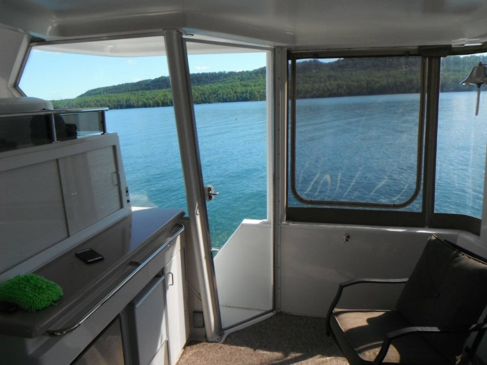 1997 Carver 445 Aft Cabin Motor Yacht Photo 15 of 67