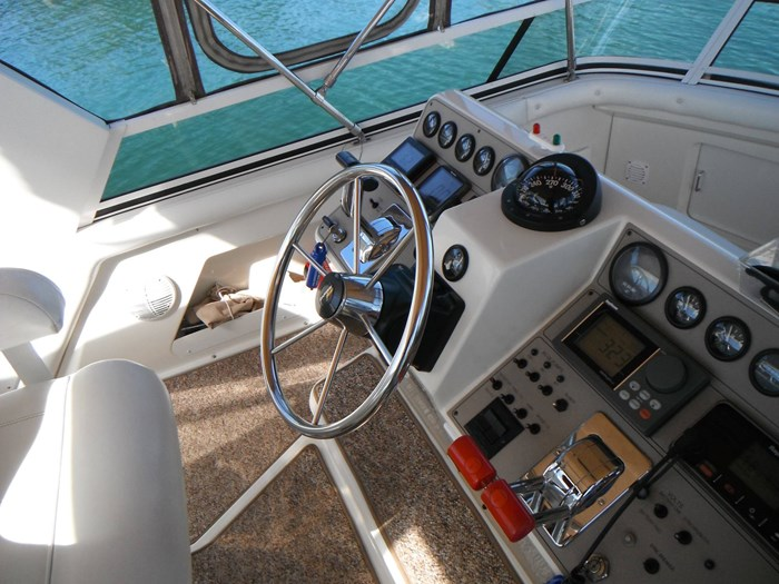 1997 Carver 445 Aft Cabin Motor Yacht Photo 21 of 67