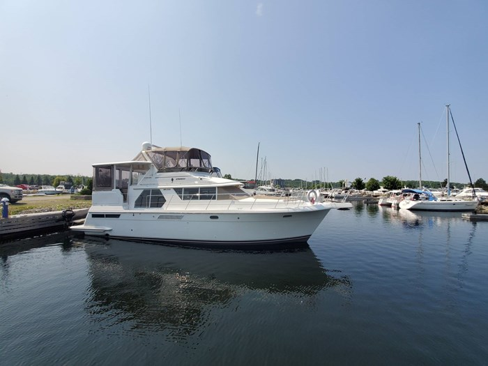 1997 Carver 445 Aft Cabin Motor Yacht Photo 1 of 70