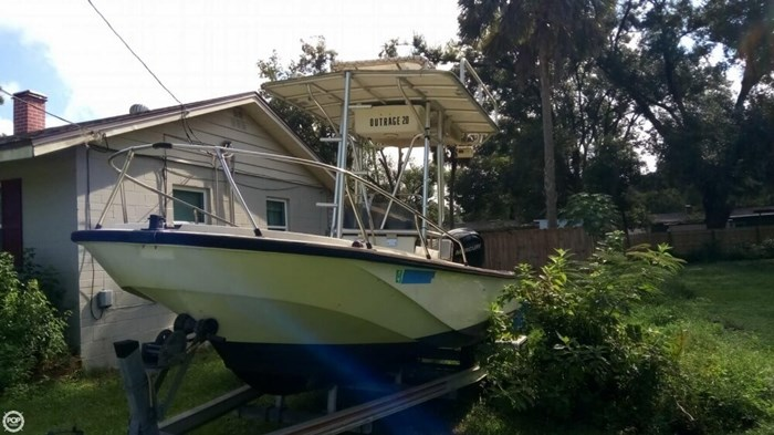 1979 Boston Whaler Outrage V-20 Photo 7 sur 20