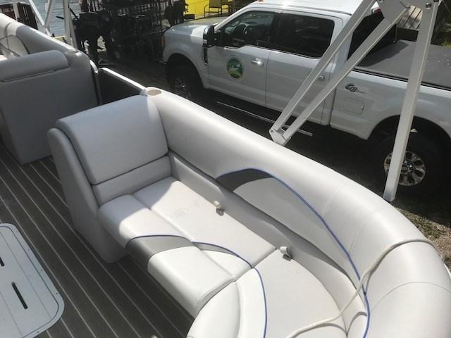 2018 SunCatcher Pontoons by G3 Boats V322 C @ Yamaha VF 150 Photo 9 of 10