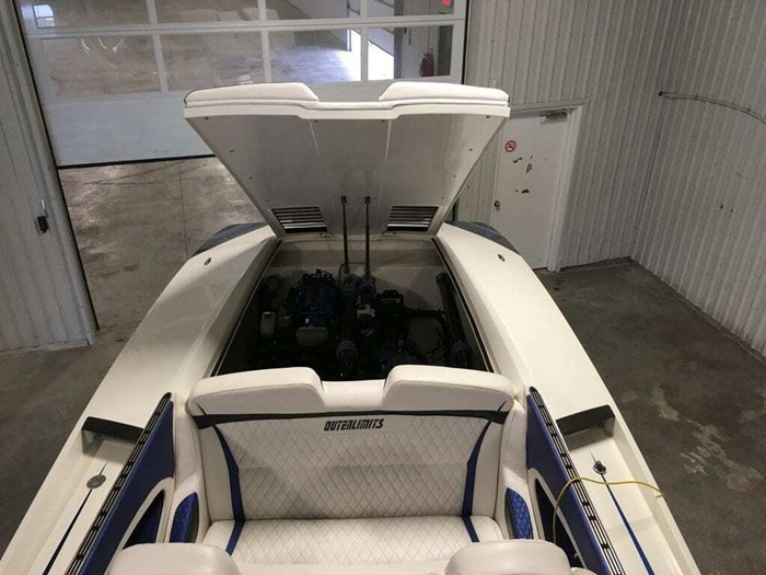 Outerlimits Offshore Powerboats SL36 2014 Used Boat for Sale in Longueuil,  Quebec - BoatDealers ca