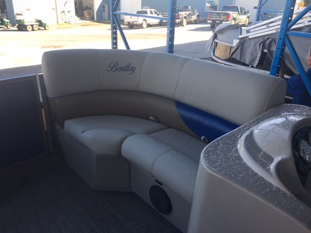 2019 Bentley Pontoons 180 Cruise w/Yamaha 60 hp Photo 5 of 10