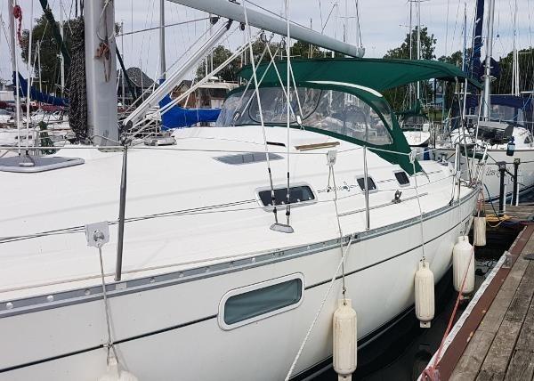 1998 Beneteau Oceanis 321 Sloop Photo 3 sur 29