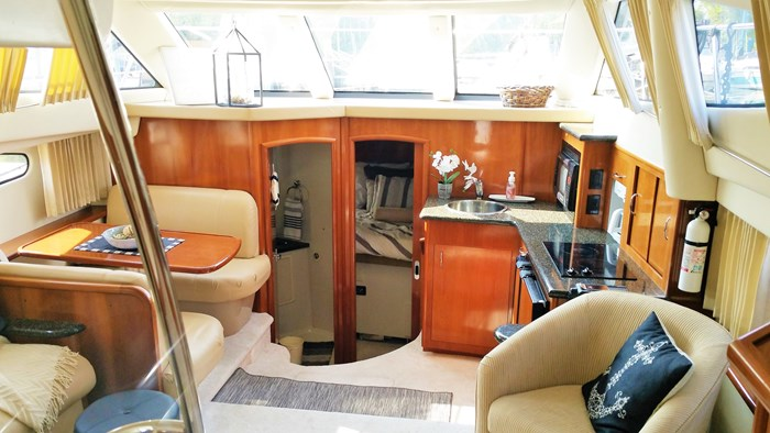 2006 Carver 41 Cockpit Motor Yacht (CMY) Photo 3 sur 14