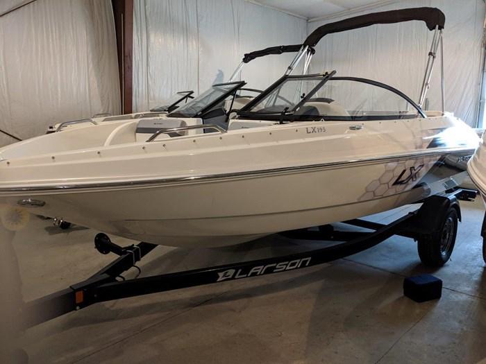 Larson LX 195 IO 2019 New Boat for Sale in Rideau Ferry, Ontario -  BoatDealers.ca