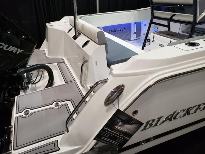 2019 Blackfin 212 CC Center Console Photo 2 sur 15
