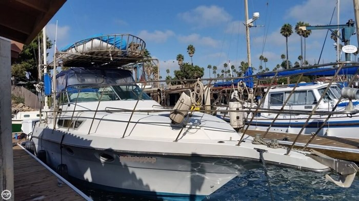 1989 Cruisers Yachts 3270 Esprit Photo 3 of 20