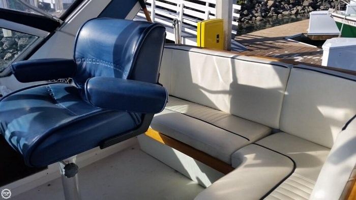 1989 Cruisers Yachts 3270 Esprit Photo 13 of 20