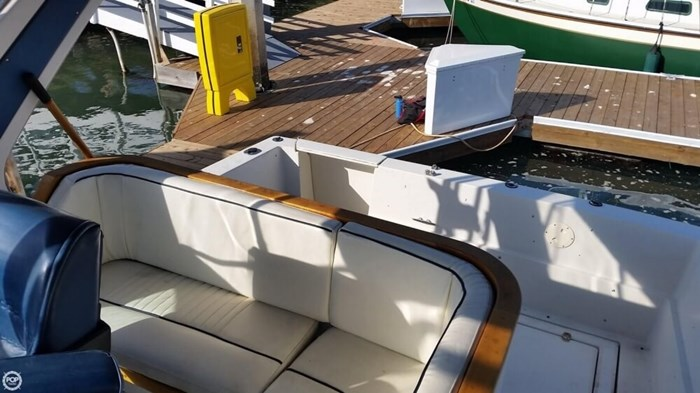 1989 Cruisers Yachts 3270 Esprit Photo 16 of 20