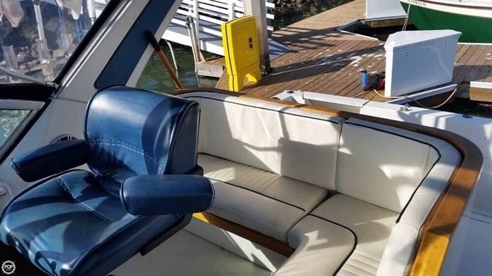 1989 Cruisers Yachts 3270 Esprit Photo 17 of 20
