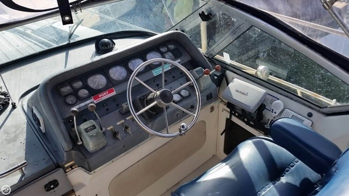 1989 Cruisers Yachts 3270 Esprit Photo 18 of 20