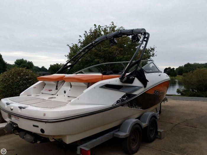 2011 Sea-Doo Challenger 210SP Photo 2 sur 20