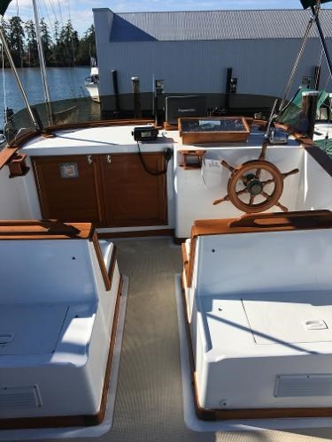1976 CHB 34 Aft Cabin Trawler Photo 7 of 39