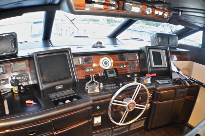 1990 Broward Raised Bridge Motor Yacht Photo 10 sur 58