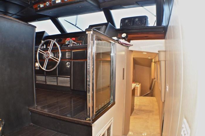1990 Broward Raised Bridge Motor Yacht Photo 19 sur 58