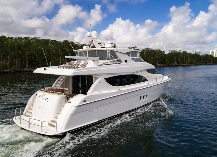 2013 Hatteras 80 Motor Yacht Photo 3 sur 66