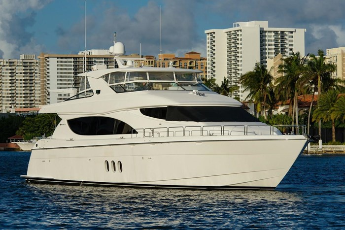 2013 Hatteras 80 Motor Yacht Photo 7 sur 66