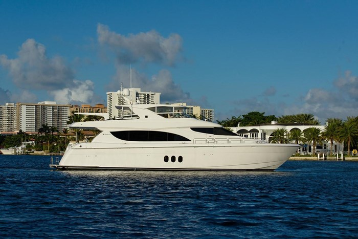 2013 Hatteras 80 Motor Yacht Photo 8 sur 66