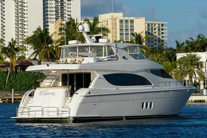 2013 Hatteras 80 Motor Yacht Photo 10 sur 66