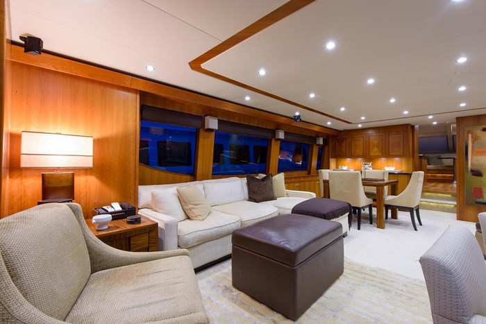 2013 Hatteras 80 Motor Yacht Photo 13 sur 66