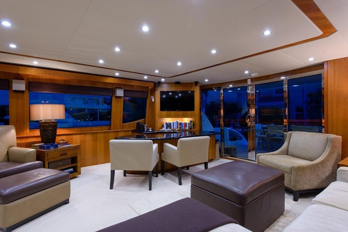 2013 Hatteras 80 Motor Yacht Photo 15 sur 66