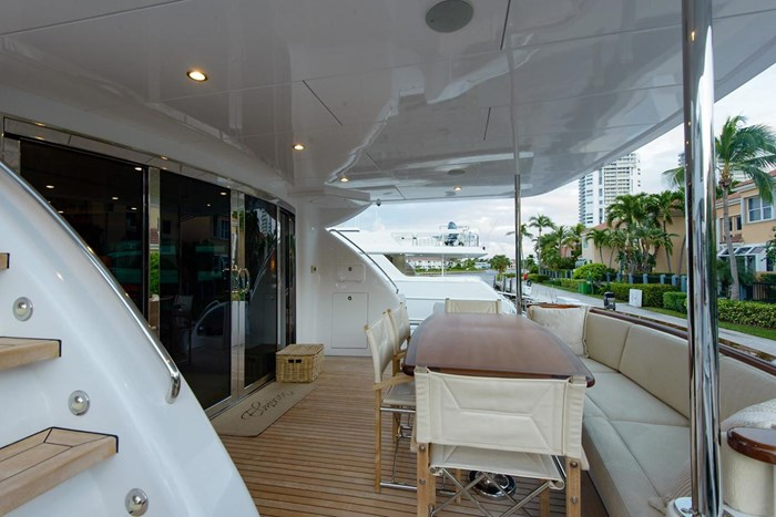 2013 Hatteras 80 Motor Yacht Photo 17 sur 66