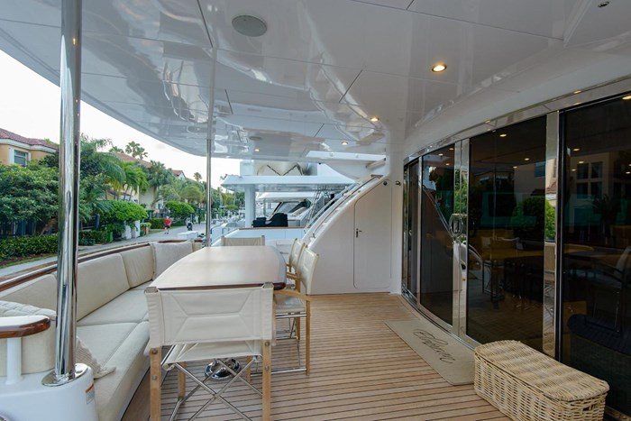 2013 Hatteras 80 Motor Yacht Photo 18 sur 66