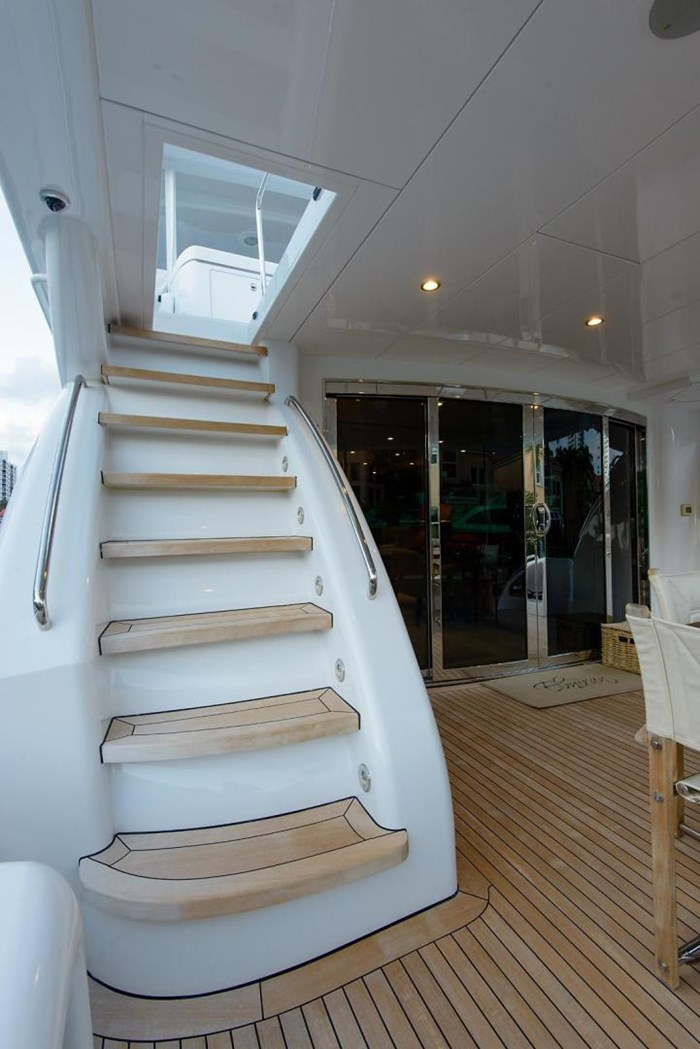 2013 Hatteras 80 Motor Yacht Photo 19 sur 66