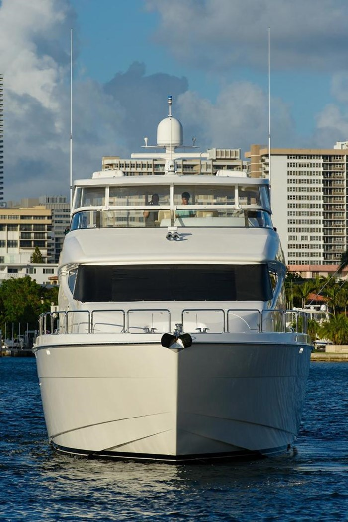 2013 Hatteras 80 Motor Yacht Photo 21 sur 66